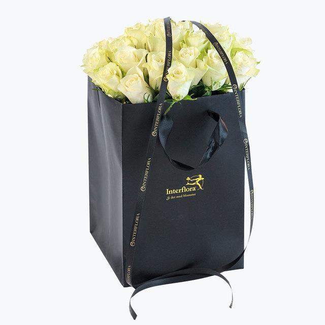 Bilde av  30 hvite roser i gavepose